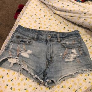 AE distressed festival shorts. 🌸